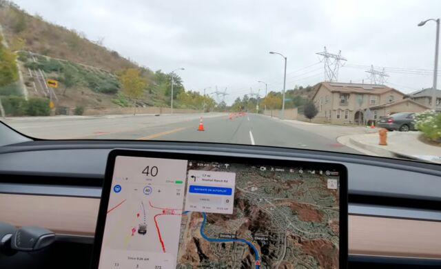 Tesla's full self-driving software successfully recognized these traffic cones and moved to the right lane.
