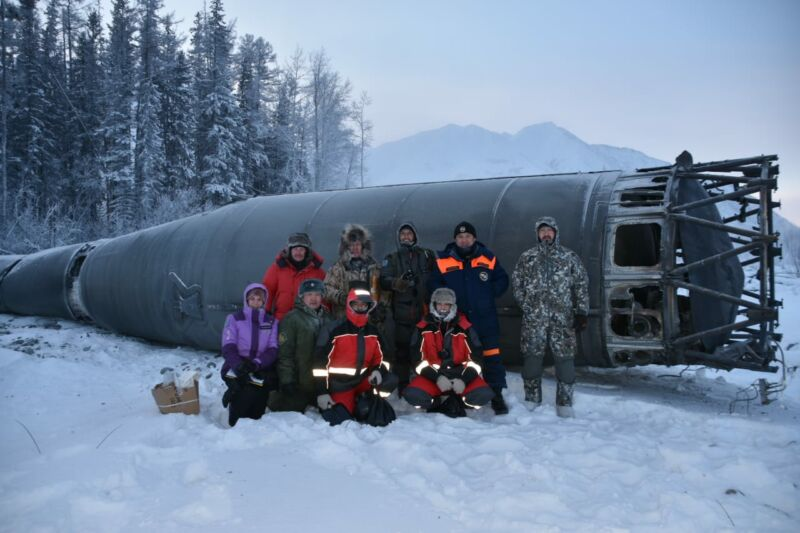 """Roscosmos specialists recover the """"Blok A"""" stage of the Soyuz rocket from Yakutia."""